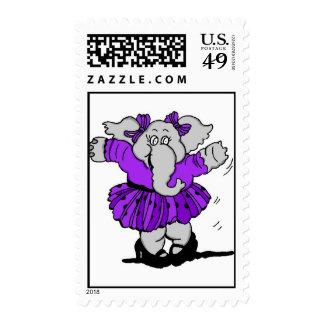 Elefante del chica en vestido púrpura estampilla