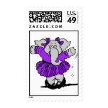 Elefante del chica en vestido púrpura franqueo