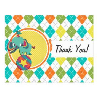 Elefante del circo en el modelo colorido de Argyle Tarjetas Postales