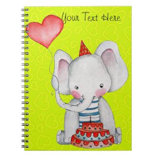 Elefante del cumpleaños del bebé con el cuaderno