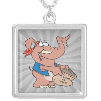 elefante divertido de Halloween de la invitación d Collar Personalizado