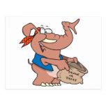 elefante divertido de Halloween de la invitación Postal