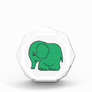Elefante divertido del verde del punto de cruz