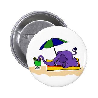 Elefante divertido en la playa