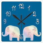 elefante en colores pastel reloj