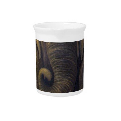 Elefante en el cuarto jarras de beber