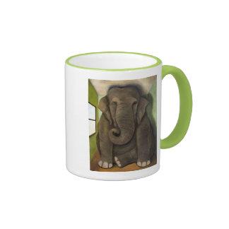 Elefante en el cuarto taza
