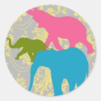 Elefante en el damasco floral - rosado, el azul y pegatina redonda