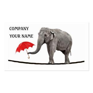 Elefante en una cuerda tirante tarjetas de negocios