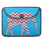 Elefante enrrollado de Chevron del zigzag en azul Fundas Para Macbooks