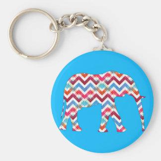 Elefante enrrollado de Chevron del zigzag en azul Llavero Redondo Tipo Pin