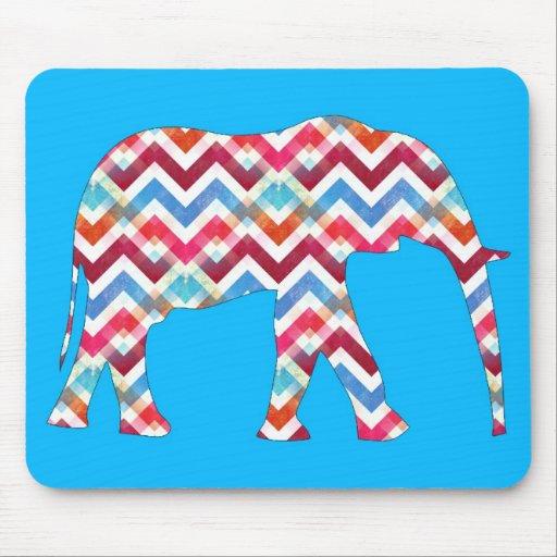 Elefante enrrollado de Chevron del zigzag en azul Tapete De Raton