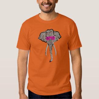 Elefante enrrollado - la camiseta de los hombres playera