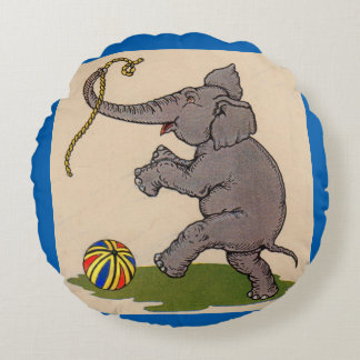 elefante feliz que juega con la cuerda y la bola cojín redondo