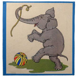 elefante feliz que juega con la cuerda y la bola servilletas imprimidas