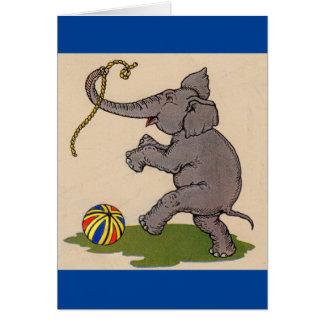 elefante feliz que juega con la cuerda y la bola tarjeta de felicitación