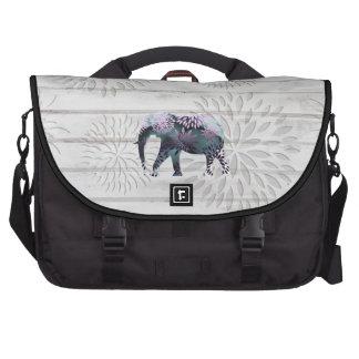 Elefante floral colorido caprichoso en el diseño d bolsa de ordenador