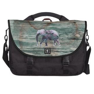 Elefante floral colorido caprichoso en el diseño d bolsas para portatil