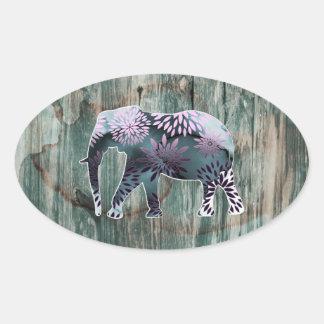 Elefante floral colorido caprichoso en el diseño pegatina ovalada