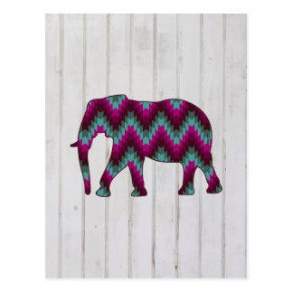 Elefante geométrico en el diseño de madera postales