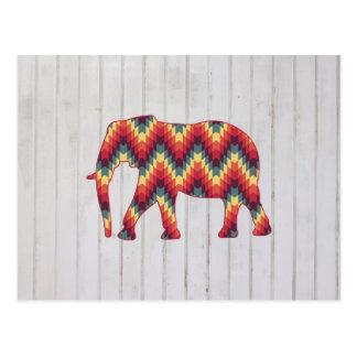 Elefante geométrico en el diseño de madera postal