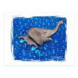 Elefante gris del juguete en burbujas azules postal