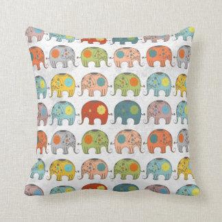 elefante indio del circo floral retro de moda lind almohada