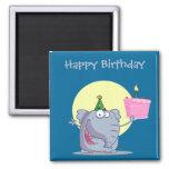 Elefante lindo con la torta de cumpleaños imanes