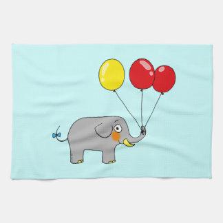 Elefante lindo con los globos del fiesta toalla