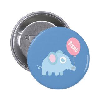 Elefante lindo de los azules cielos con el globo pin redondo 5 cm