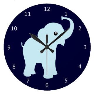 Elefante lindo del bebé azul, grande para el sitio reloj redondo grande