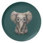 Elefante lindo del bebé con el trullo de los vidri plato de comida