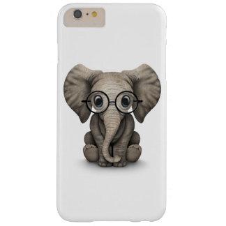Elefante lindo del bebé con los vidrios de lectura funda para iPhone 6 plus barely there