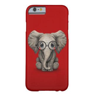 Elefante lindo del bebé con los vidrios de lectura funda barely there iPhone 6