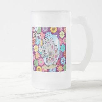 Elefante lindo del Hippie con las flores coloridas Jarra De Cerveza Esmerilada