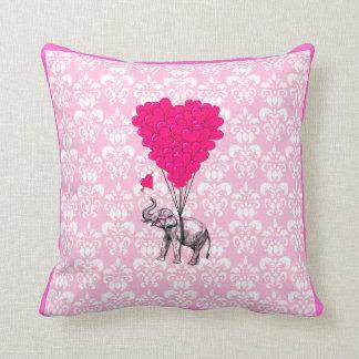 Elefante lindo divertido y damasco rosado