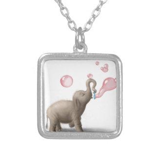 elefante lindo que sopla burbujas rosadas pendientes personalizados