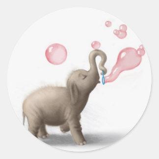 elefante lindo que sopla burbujas rosadas pegatina redonda