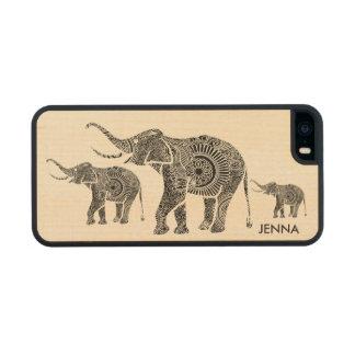 Elefante-Monograma floral del vintage negro y Funda De Arce Carved® Para iPhone 5