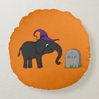 Elefante negro con la piedra del sepulcro del cojín redondo