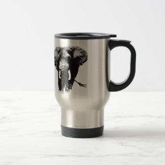 Elefante que camina taza de café