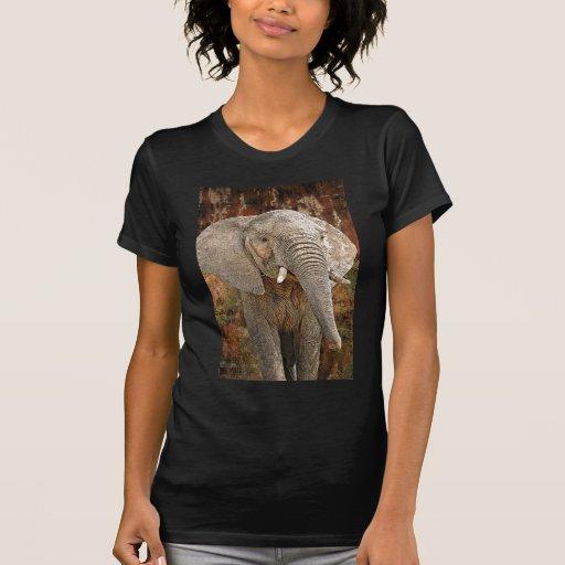 Elefante que pinta arte africano camiseta