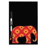 Elefante retro enrrollado de los círculos tableros blancos