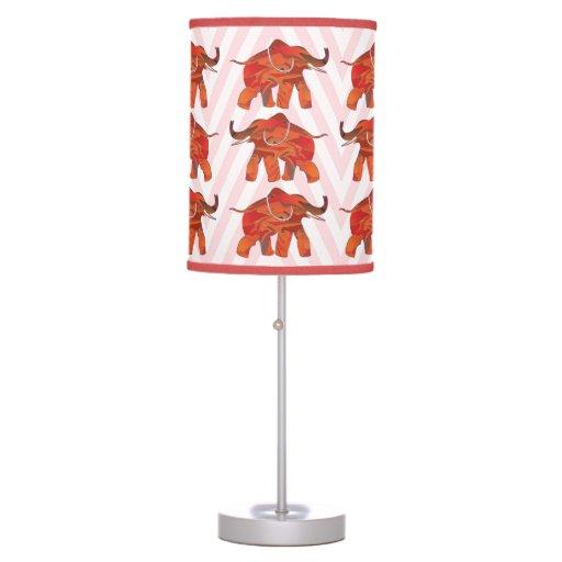 Elefante rojo afortunado