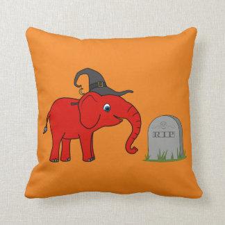 Elefante rojo con la piedra del sepulcro del almohada