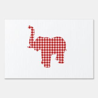 Elefante rojo de Houndstooth Carteles