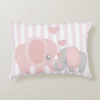 Elefante rosado de la niña hermosa cojín