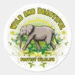 Elefante salvaje y hermoso etiqueta redonda