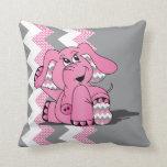 Elefante tonto rosado divertido de Chevron Cojín