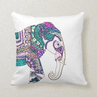 Elefante tribal de la alheña de la acuarela cojín decorativo